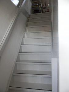 Dichte steektrap vanuit slaapkamer naar zolder drunen met for Dichte trap maken