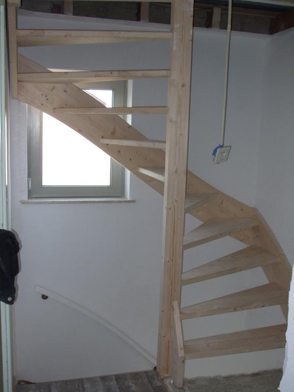 Basistrappen trappen totaal for Houten trap plaatsen