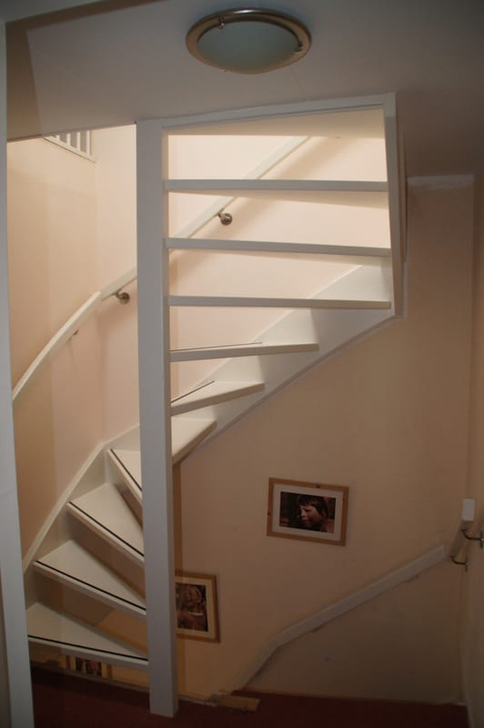 Vaste trap naar zolder met antislipstrip bruchem trappen for Van vlizo naar vaste trap