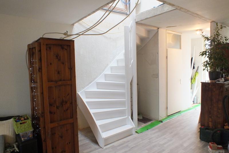 Gesloten trap gedraaid in almere trappen totaal for Vaste zoldertrap incl plaatsen en inmeten