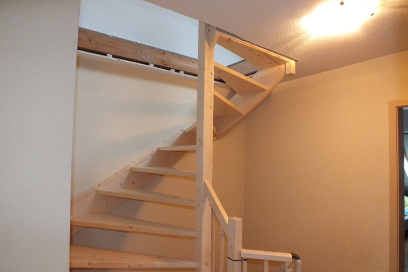 Vaste trap naar zolder in nijmegen type 2 kwarttrap for Trap plaatsen naar zolder