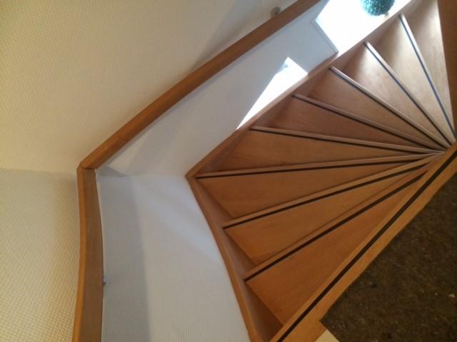 Beuken trap in nuth limburg trappen totaal for Vaste zoldertrap incl plaatsen en inmeten