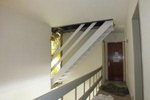 Rechte open steektrap in stabroek trappen totaal for Doorloophoogte trap