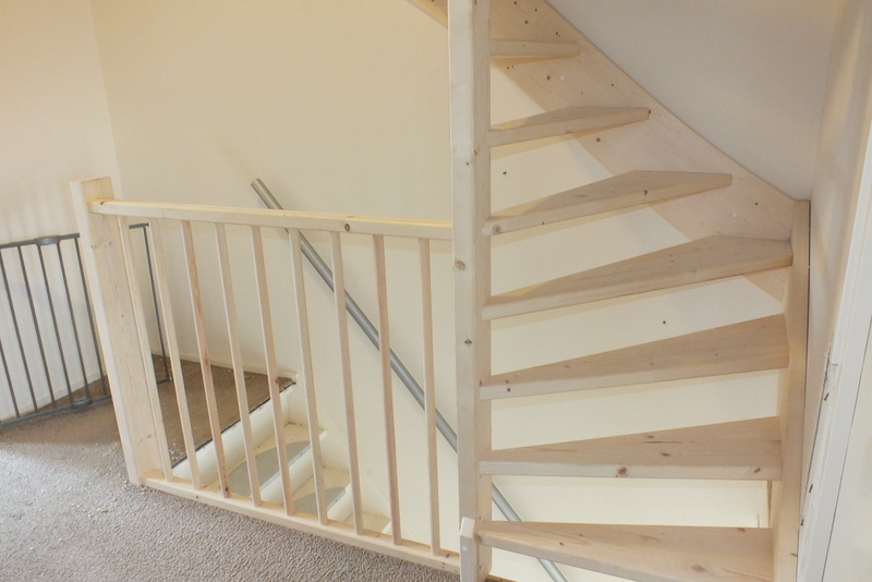 Vaste trap naar zolder open uitvoering in brielle for Van vlizo naar vaste trap