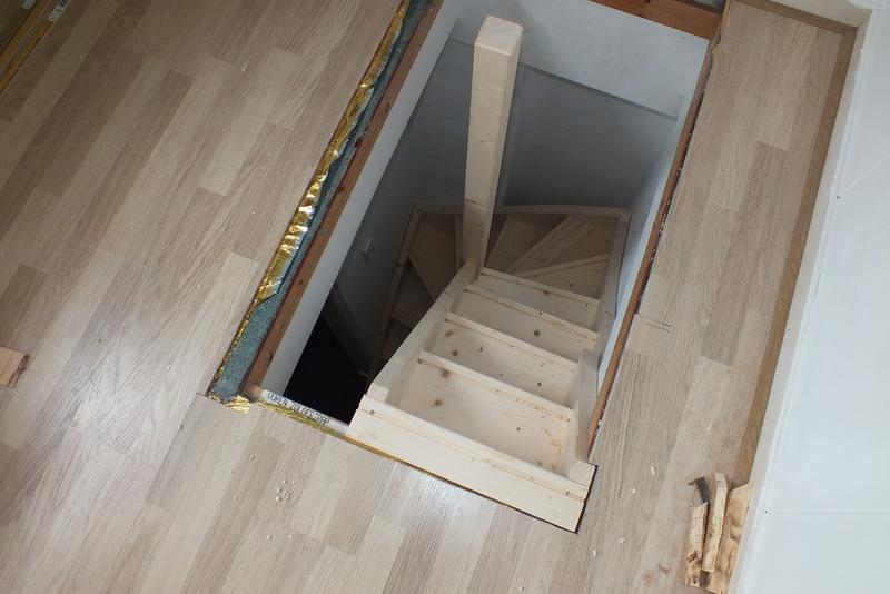 Trap naar zolder in rotterdam trappen totaal for Doorloophoogte trap