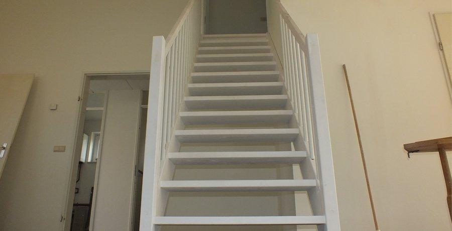 Vaste zoldertrappen vaste trappen traprenovatie trappentotaal for Vaste zoldertrap incl plaatsen en inmeten