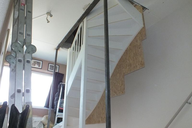 Gesloten trap naar zolder in vijfhuizen trappen totaal for Trap plaatsen naar zolder