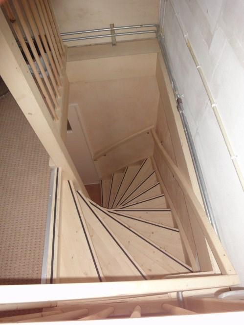 Open vaste zoldertrap vuren sassenheim trappen totaal for Trapgat maken in beton