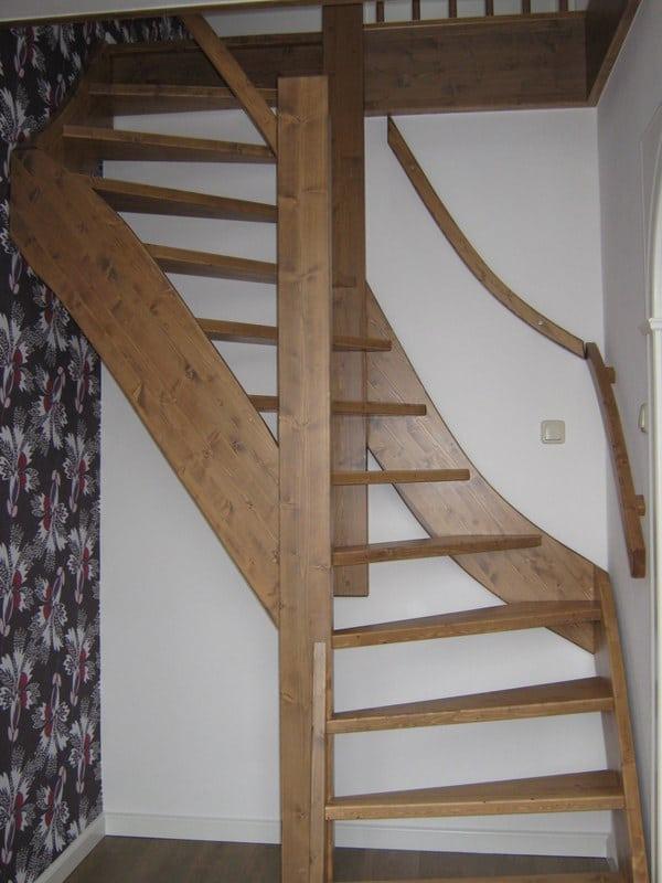 Open vaste vuren trap den haag trappen totaal for Vurenhouten trap