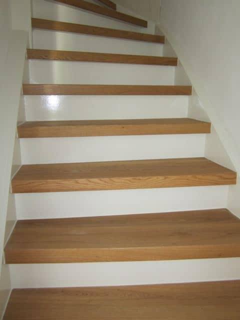 Traprenovatie met eiken overzettreden trappen totaal for Zelf zoldertrap maken