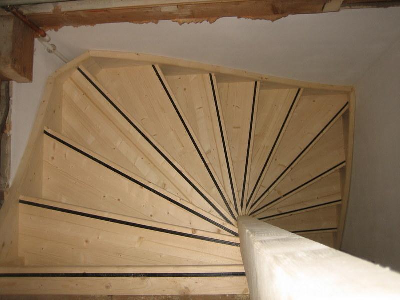 Vaste trap naar zolder antislipstrip gorinchem trappen for Van vlizo naar vaste trap