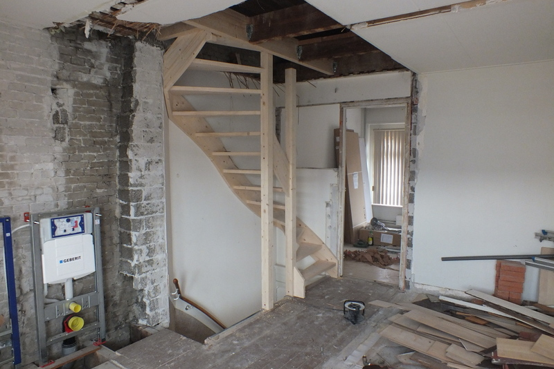 Trapgat maken houten vloer vaste trap plaatsen rotterdam for Houten trap plaatsen