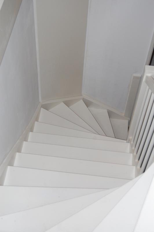 Dichte vaste trap vuren in veldhoven trappen totaal for Dichte trap maken