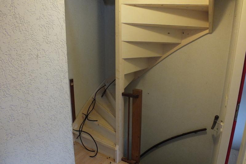 Gesloten zoldertrap trappen totaal for Trapgat maken in beton