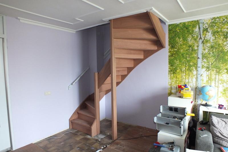 Mahoni trap in vught trappen totaal for Vaste zoldertrap incl plaatsen en inmeten