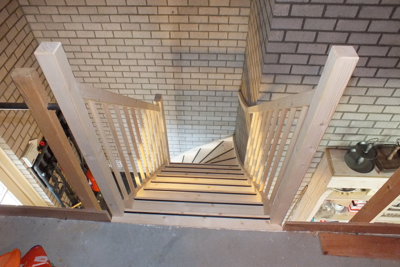 Open vuren kwart steektrap in gemert trappen totaal for Vaste zoldertrap incl plaatsen en inmeten