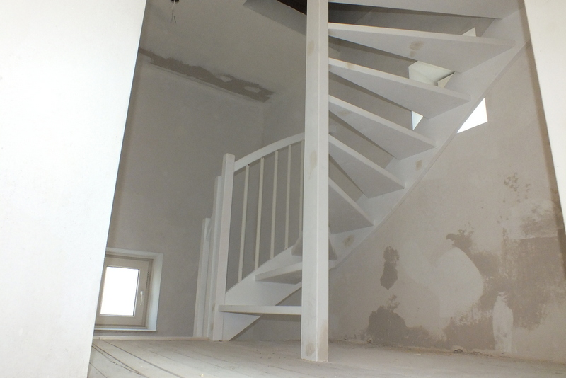 2 vuren trappen in venlo trappen totaal for Vaste zoldertrap incl plaatsen en inmeten