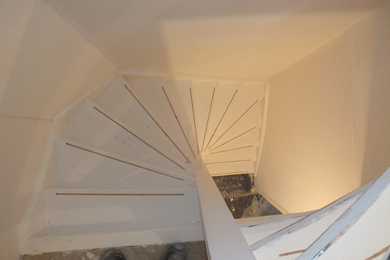 Bestaande trappen antislipstrip infrezen trappen totaal for Vaste zoldertrap incl plaatsen en inmeten