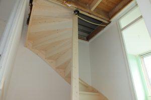 Vaste zoldertrap in zuid scharwoude trappen totaal for Trapgat maken in beton