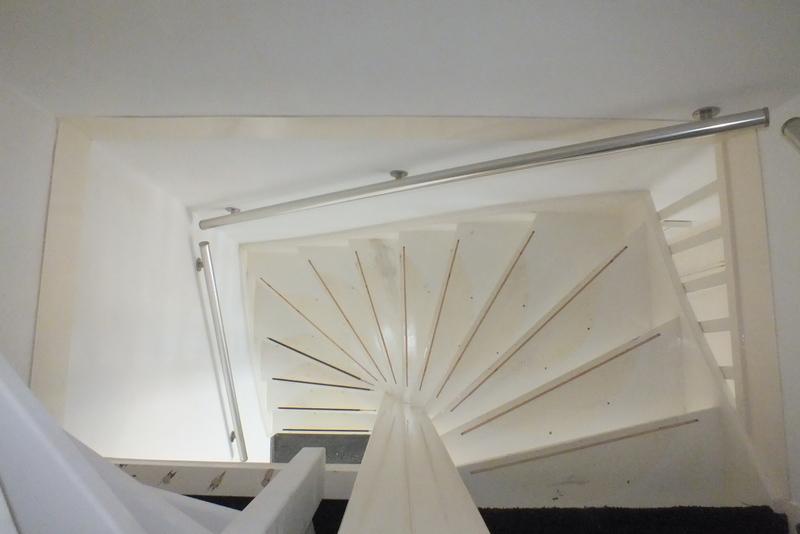 Antislipstrip infrezen in bestaande trap in oosterhout for Vaste zoldertrap incl plaatsen en inmeten