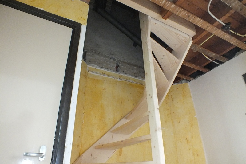 Vaste trap naar zolder rotterdam trappen totaal for Vaste zoldertrap incl plaatsen en inmeten
