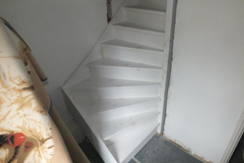 Vaste trap naar zolder in teteringen trappen totaal for Trap plaatsen naar zolder