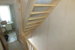 Vaste trap naar zolder in belgi trappen totaal for Trap plaatsen naar zolder