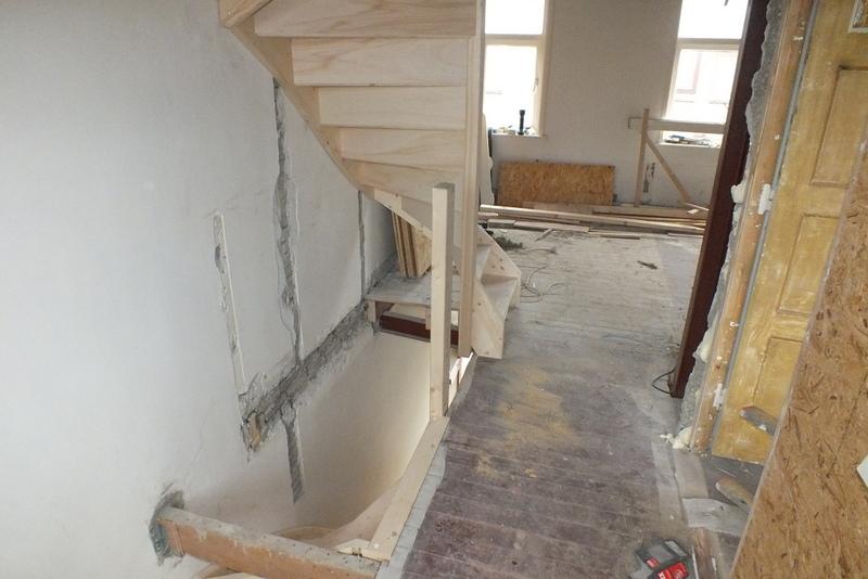 Vurenhouten trappen in tilburg trappen totaal for Vaste zoldertrap incl plaatsen en inmeten