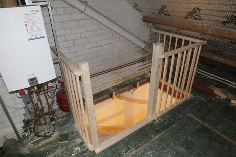 In 2 woningen vaste trap naar zolder in prinsenbeek for Trap plaatsen naar zolder