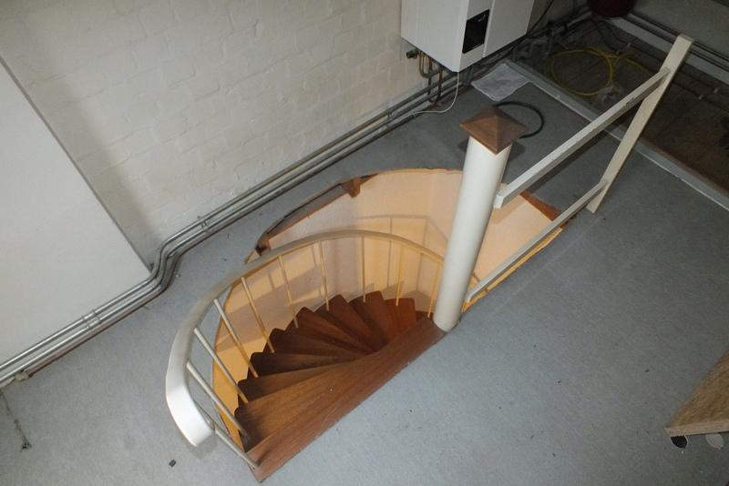 Stalen wenteltrap naar vaste trap eindhoven trappen totaal for Vaste zoldertrap incl plaatsen en inmeten