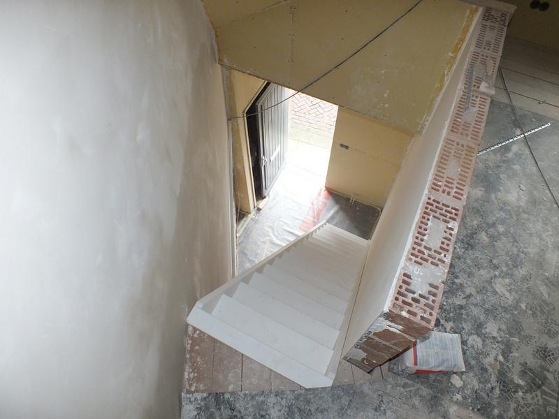 Dichte steektrap in hulst trappen totaal for Vaste zoldertrap incl plaatsen en inmeten